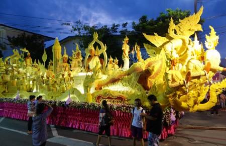 Asalaha Bucha et le magnifique Festival des bougies d'Ubon Ratchathani en Thailande